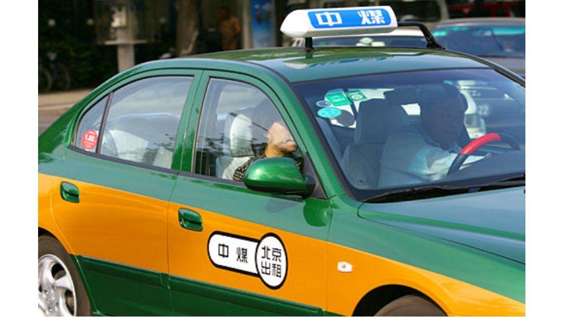 Se subió a un taxi con su amante y se encontró con que el chofer era su esposo