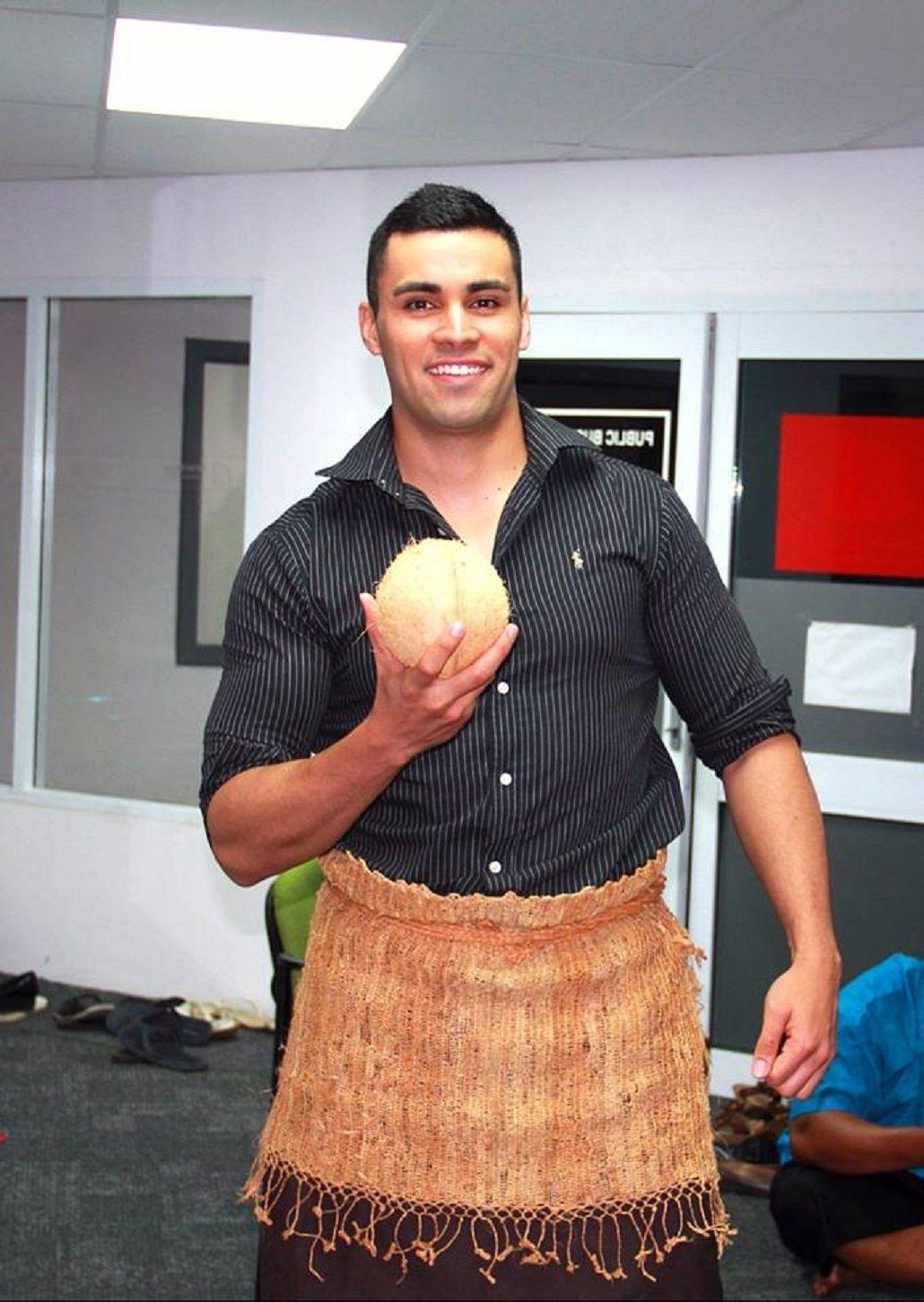 El abanderado de Tonga se llevó todas las miradas de la platea femenina