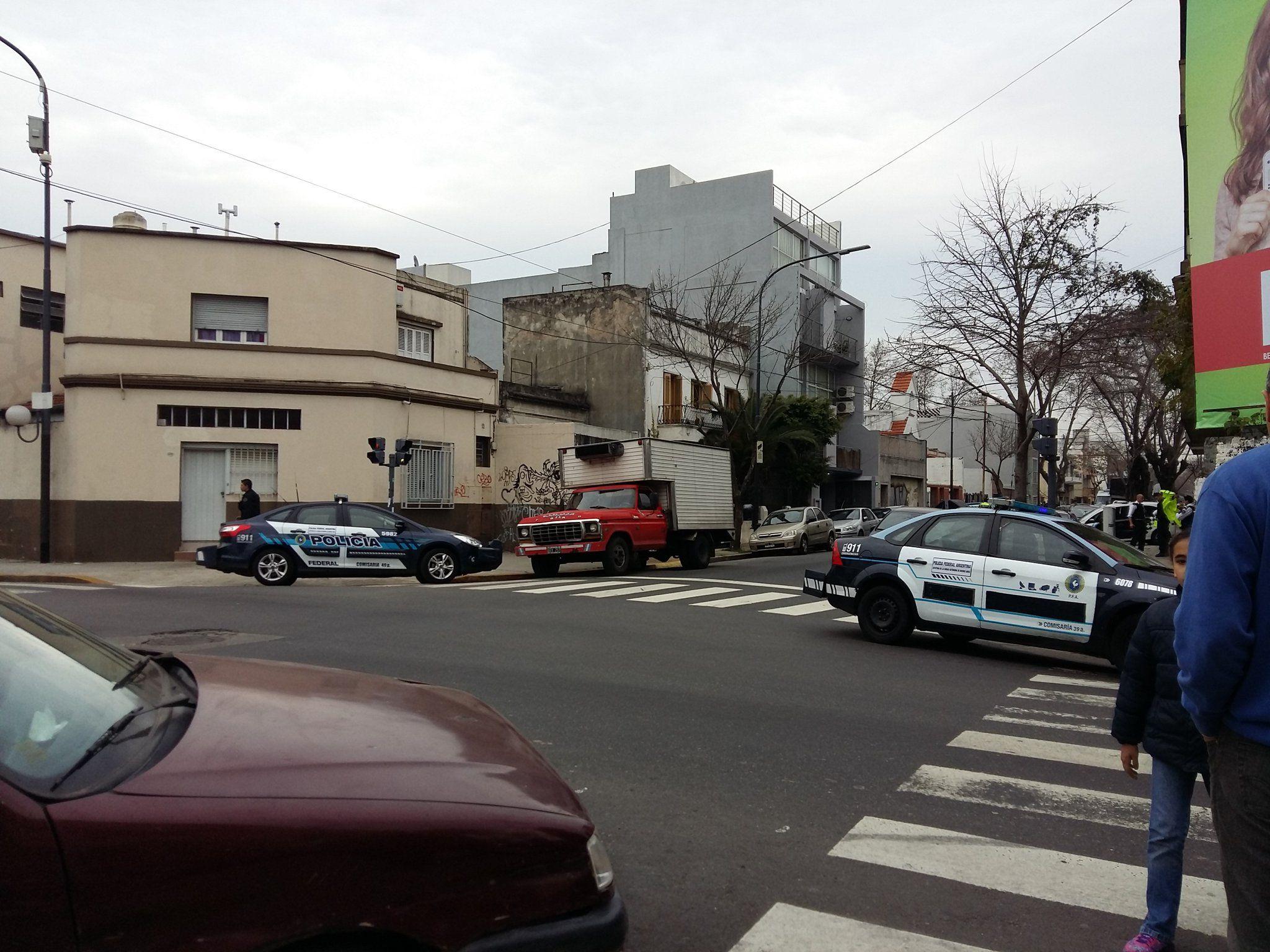 Un hombre se atrincheró en su casa de Villa Urquiza y empezó a los tiros