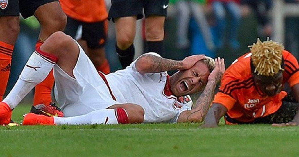 Terrible: un futbolista francés debutaba en su club y perdió parte de su oreja
