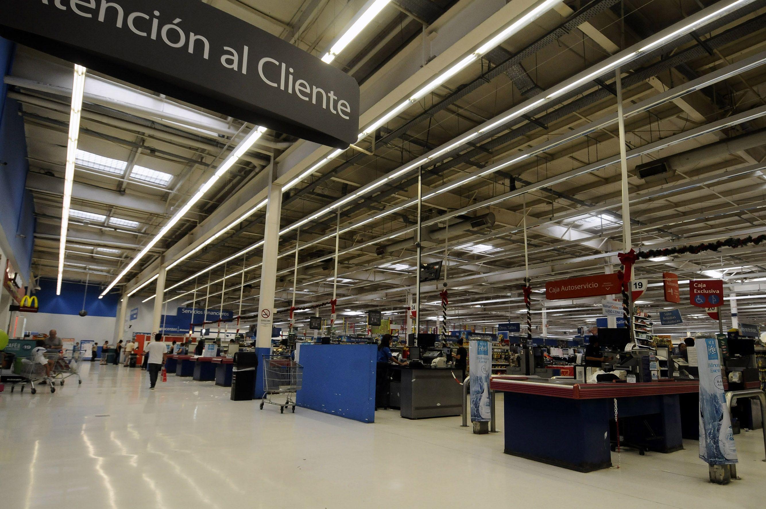 Continúa baja la venta en shoppings y supermercados