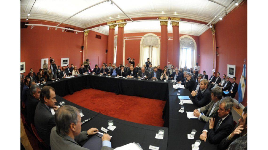 Frigerio y Prat Gay se reúnen con los gobernadores por coparticipaciones y pacto fiscal