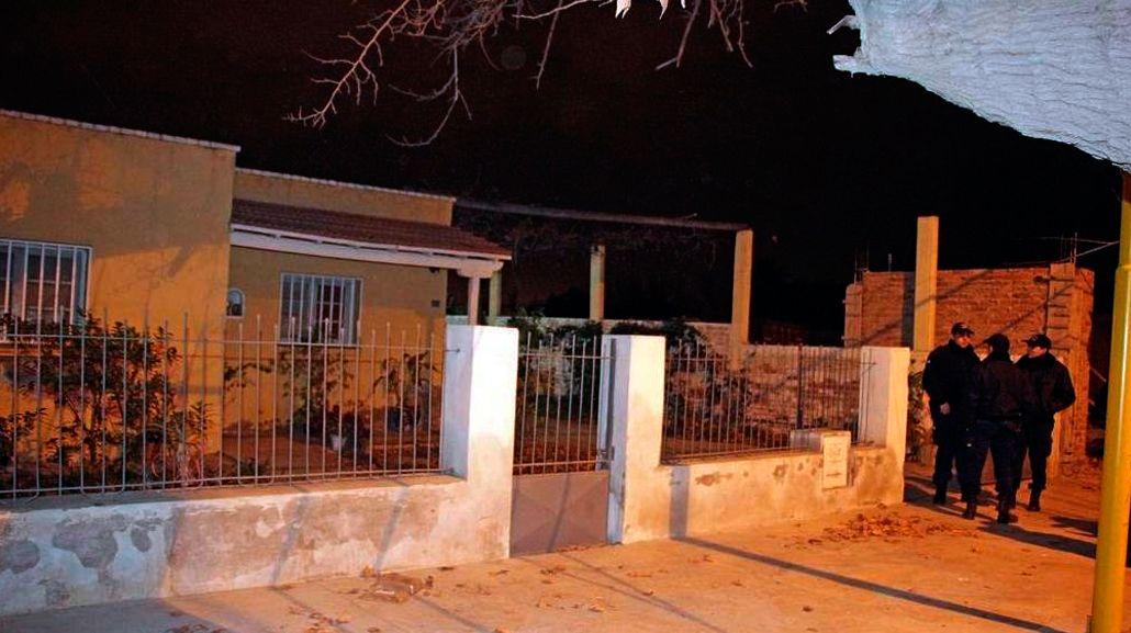 Horror en San Juan: limpiaba el patio y encontró un bebé muerto dentro de un balde