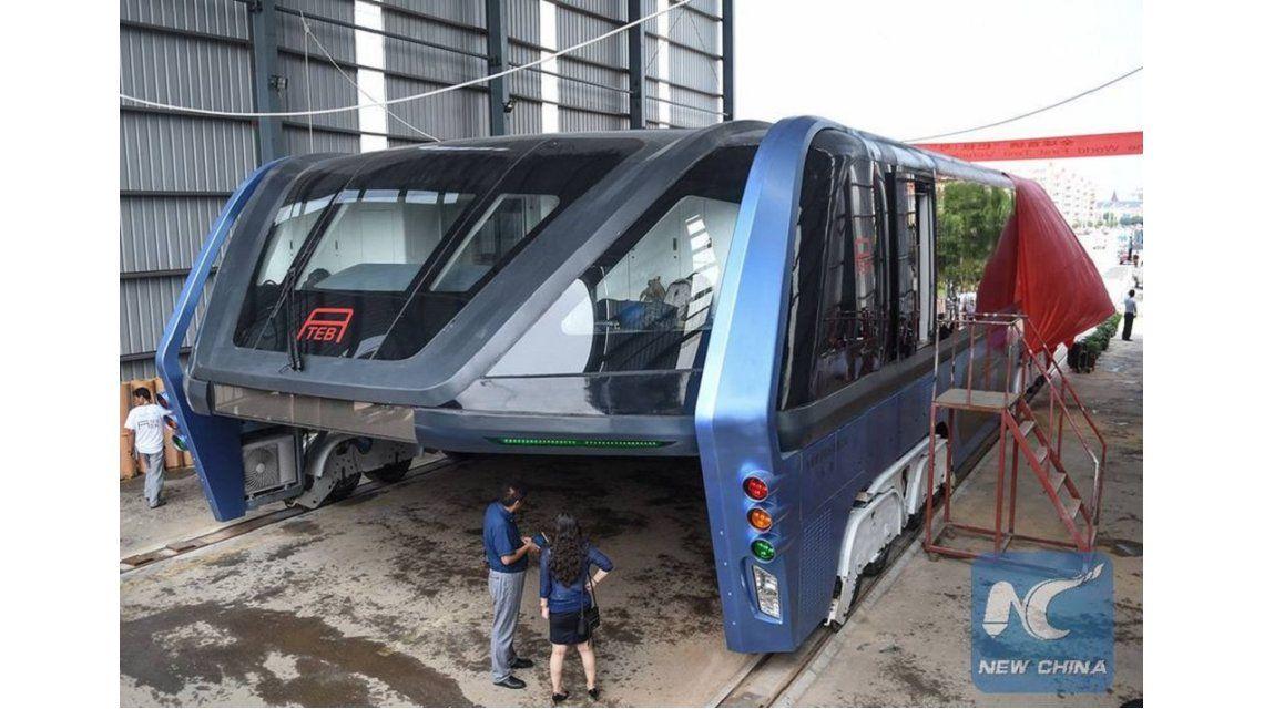 ¿Un fiasco? Ponen en duda la utilidad del autobús-túnel chino