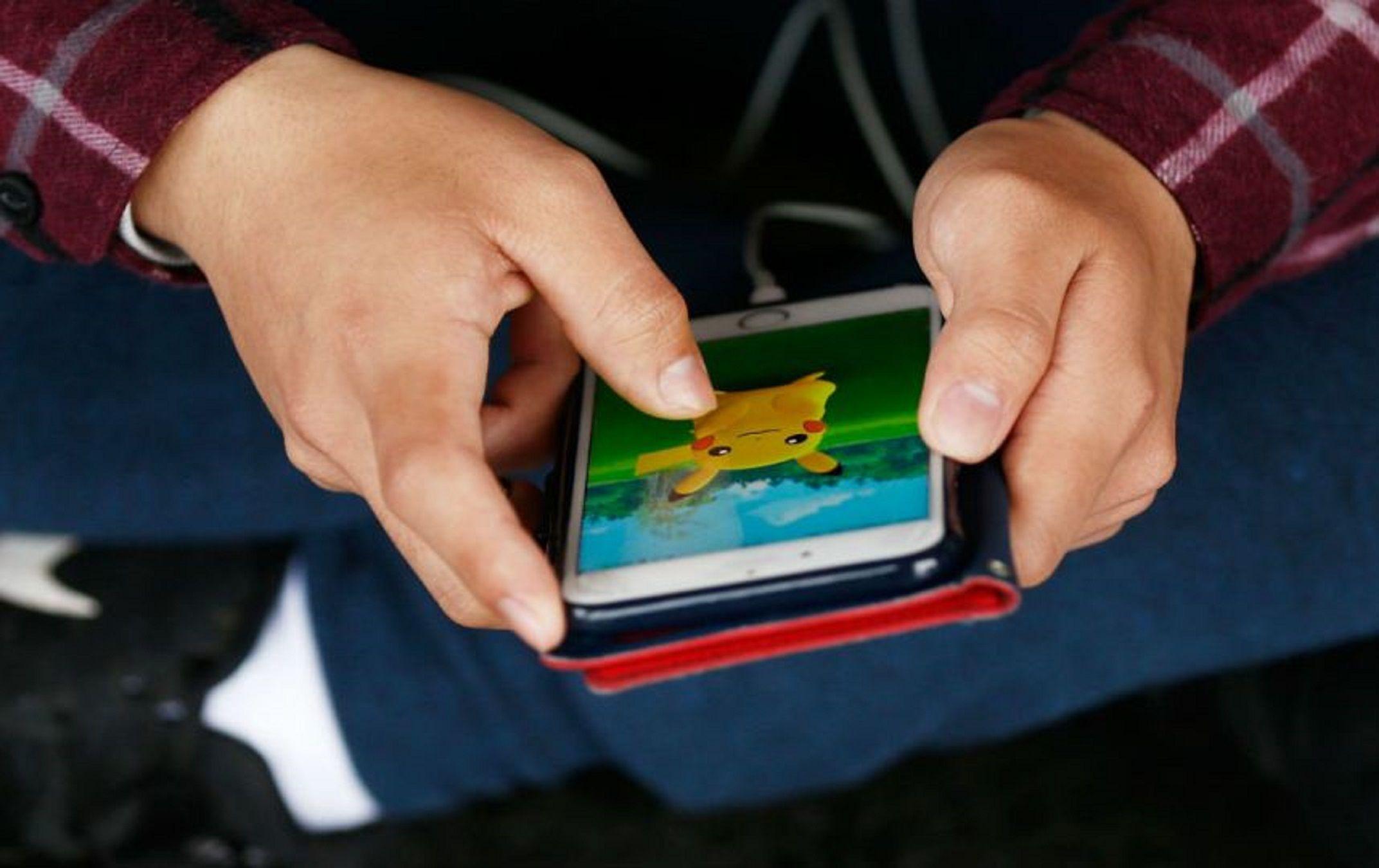 Escuelas porteñas podrían sancionar a chicos por jugar Pokémon Go