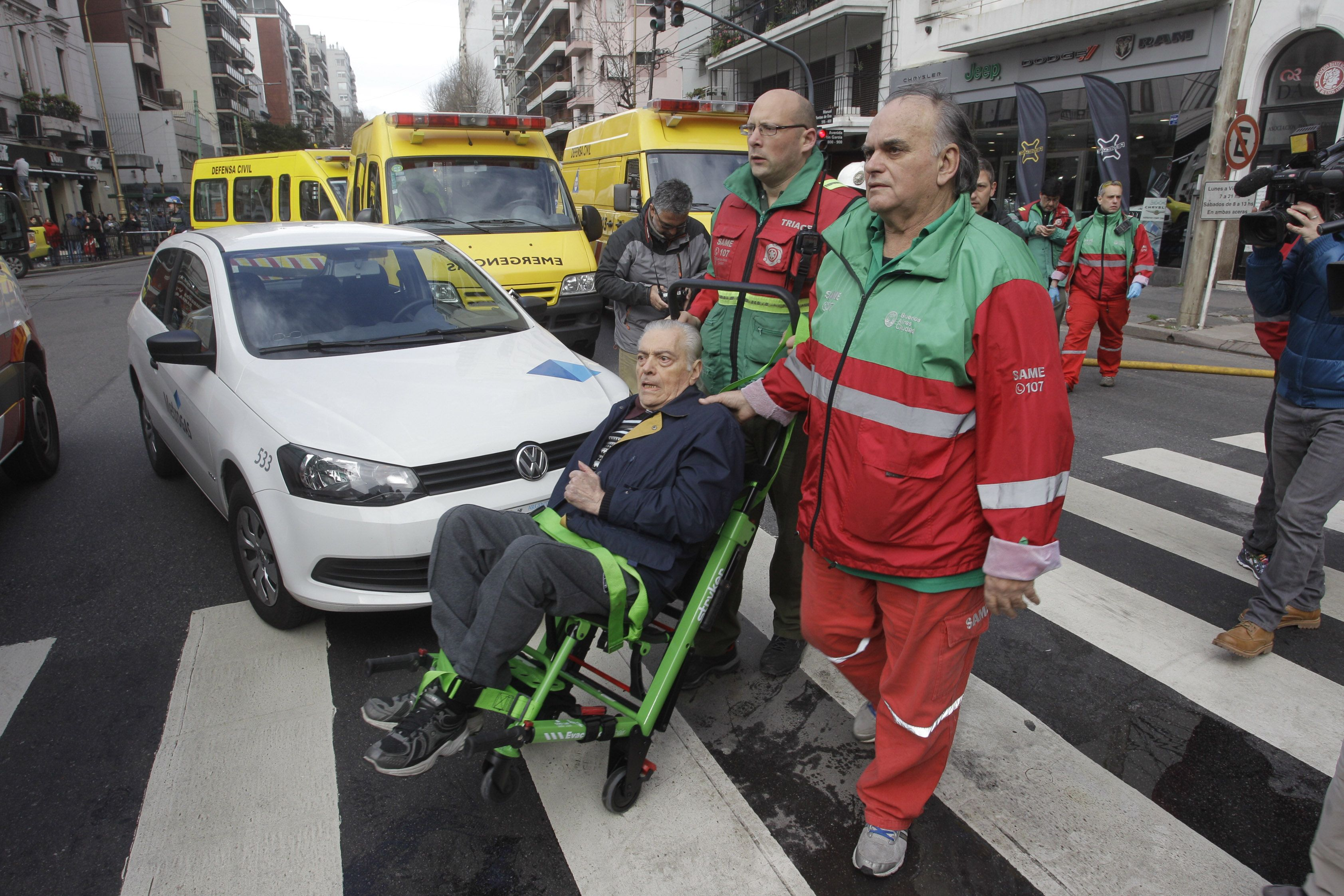 Dos operarios siguen graves por el escape de gas en Barracas