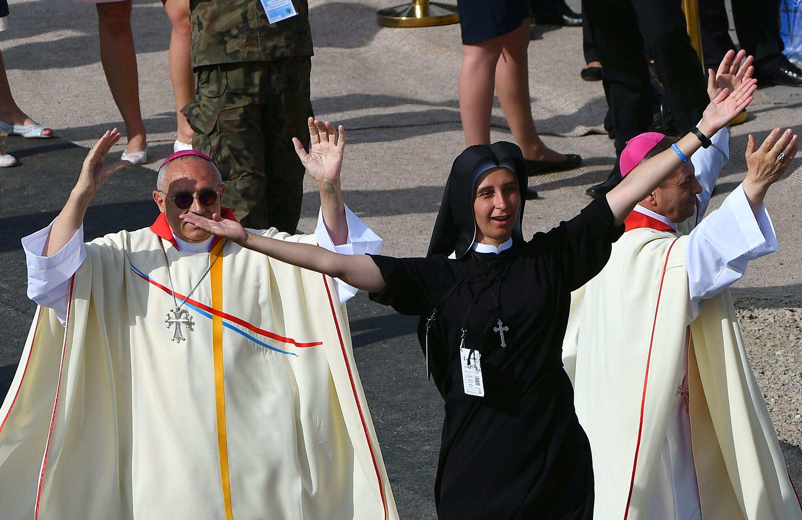 Histórico: Francisco plantea que las mujeres puedan ser diáconos