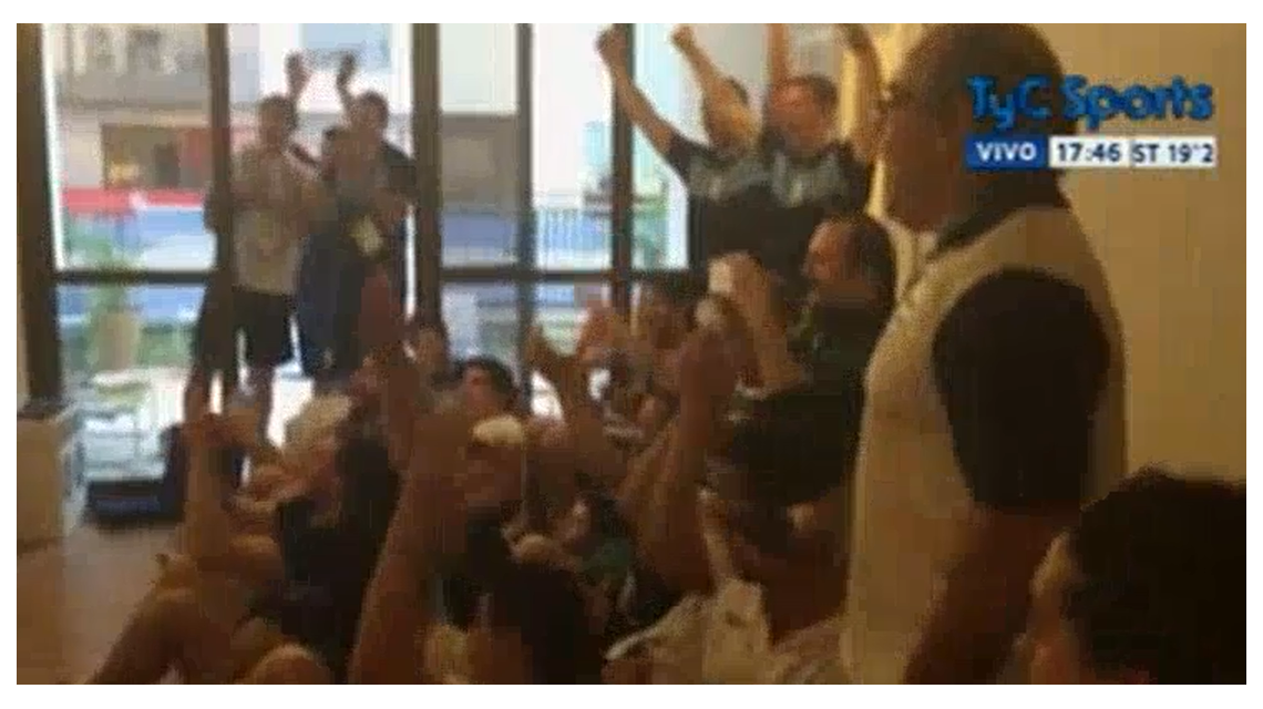 VIDEO: Así se vivió en la Villa Olímpica el logro histórico de Pareto
