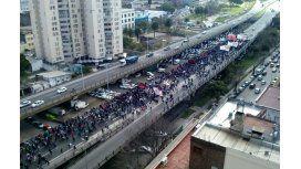 Corte en Puente Pueyrredón: manifestantes marchan hasta el Ministerio de Desarrollo