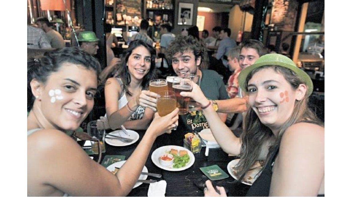 ¿Por qué se festeja hoy el Día Internacional de la Cerveza?