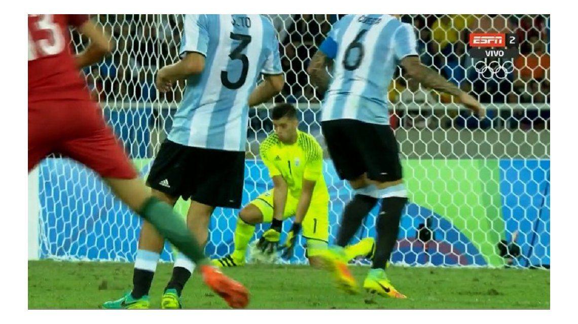 Pese a ser la figura argentina, Rulli hizo un blooper ante Portugal