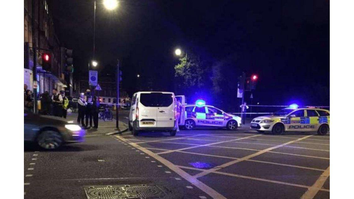 Un hombre atacó a varias personas en Londres: un muerto y varios heridos
