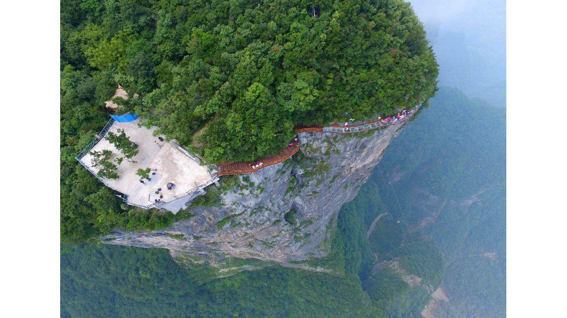 Vertiginosos puentes de vidrio a cientos de metros de altura en China