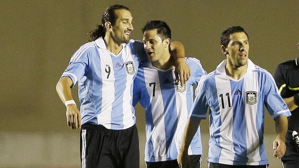 Hernán Barcos, otro ex jugador de la Selección, llega al fútbol argentino