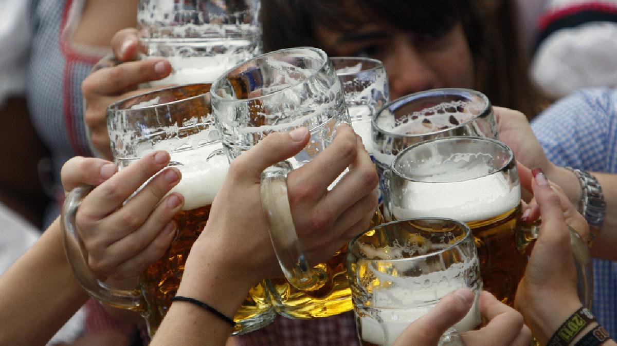 El mejor trabajo del mundo: un sueldo de 4.000 euros por viajar y tomar cerveza