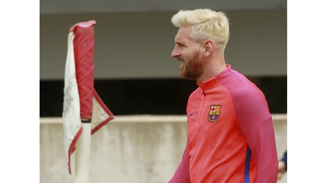 Cambió el pelo pero no las mañas: mirá lo que hizo Messi en una práctica