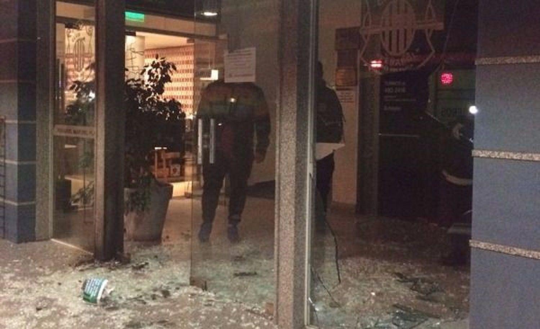 Atacaron con bombas molotov y piedras la sede de Peñarol de Mar del Plata