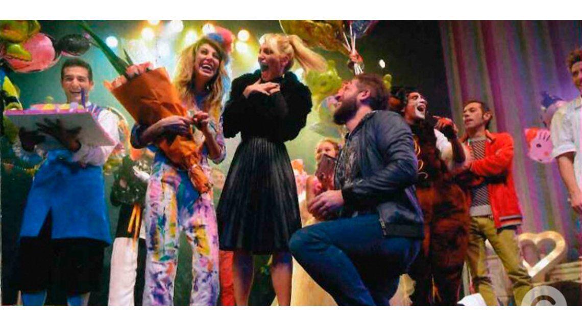 El novio de Stefy Xipolitakis, de rodillas en el escenario: ¿Te querés casar conmigo?
