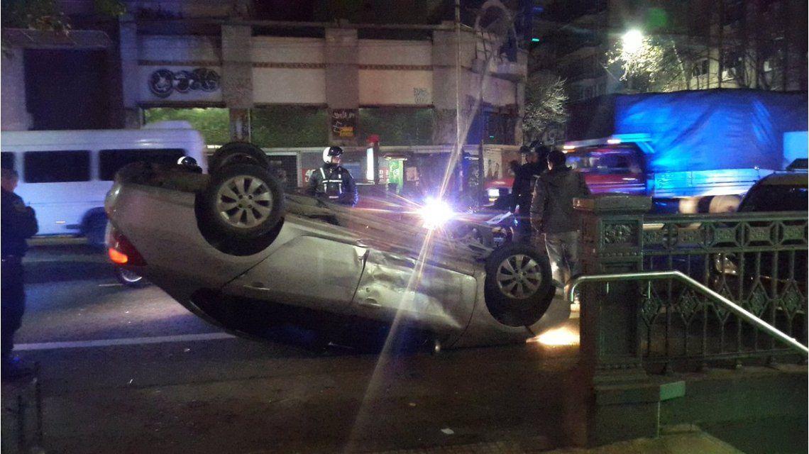 Impresionante choque y vuelco en Almagro