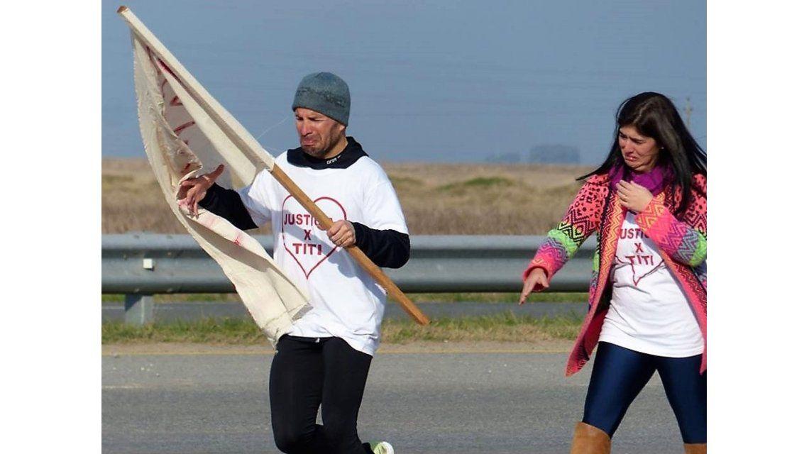 Corrió 158 kilómetros para exigirle a la Justicia que le deje ver a su hijo
