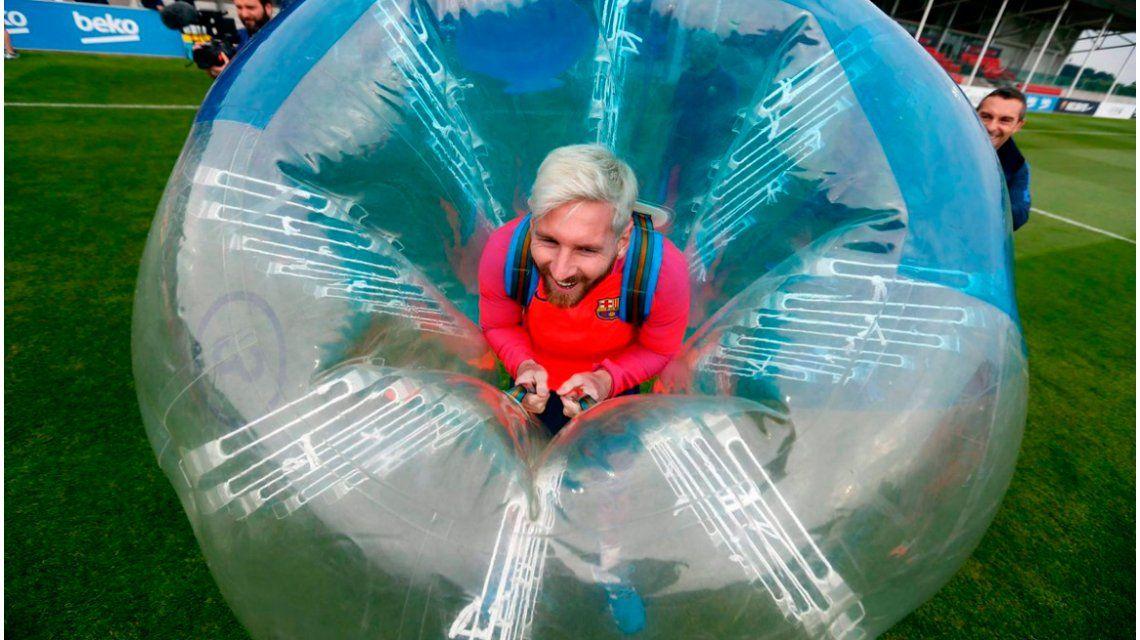 Jugar al fútbol dentro de burbujas: mirá el divertido entrenamiento del Barcelona