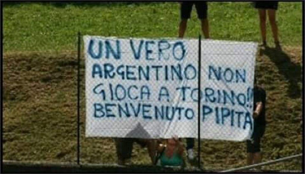 ¿Alguien lo quiere? En Nápoli despidieron a Higuaín con banderas en su contra