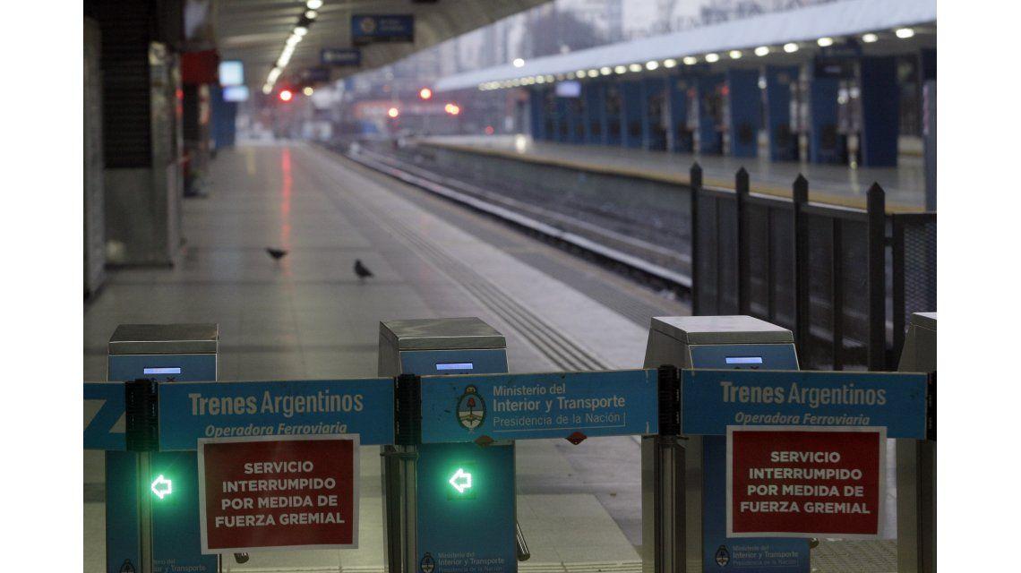 El transporte público colapsó por el paro del tren Sarmiento