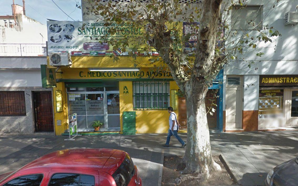 Fue a un centro médico de Liniers por un dolor en la rodilla y terminó muerto