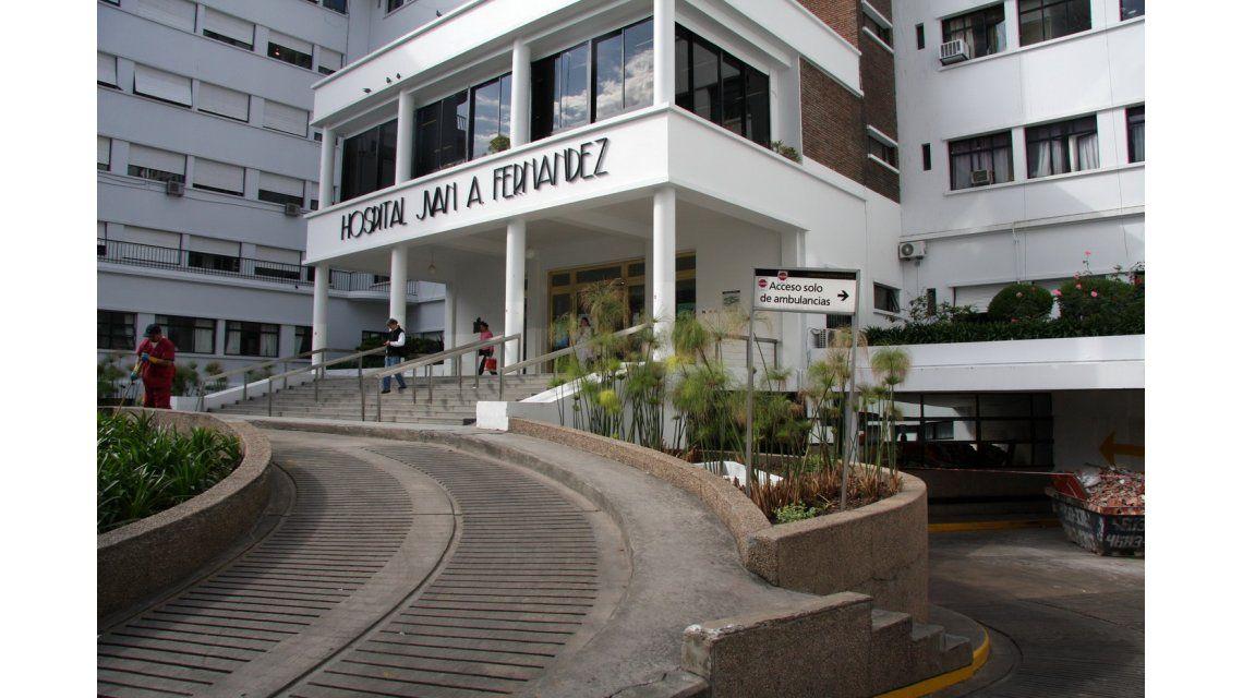 Policías vuelven a custodiar hospitales porteños tras agresión del Fernández
