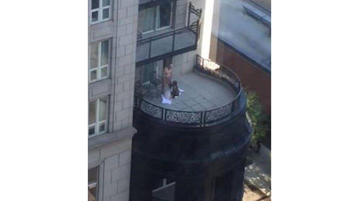 VIDEO: Trío tuvo sexo en el balcón de un lujoso hotel y los grabaron
