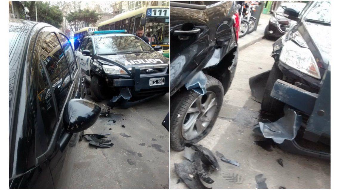 No fue tragedia por milagro: policía chocó un auto de periodista de Radio 10 y lo subió a la vereda