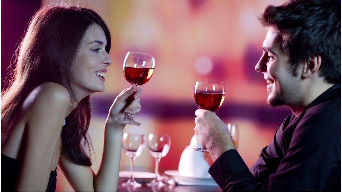 Lo dice la ciencia: las parejas que toman alcohol son más felices