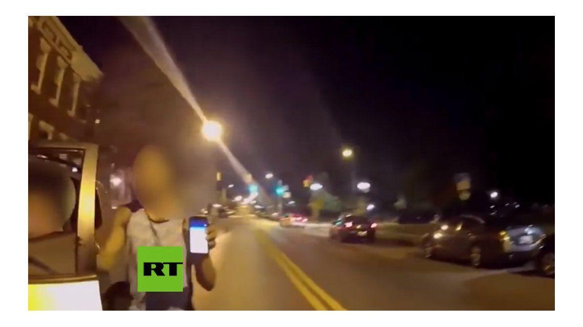 VIDEO: Jugó al Pokémon Go mientras manejaba y chocó contra un patrullero