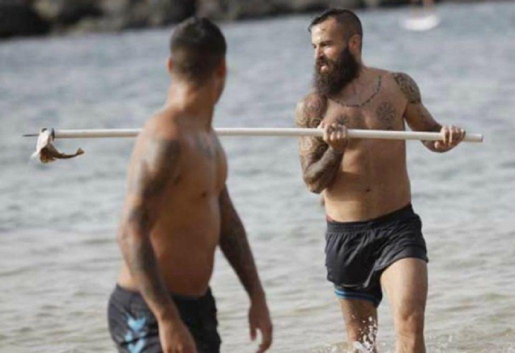 Indignante: un futbolista español mató a un tiburón en peligro de extinción