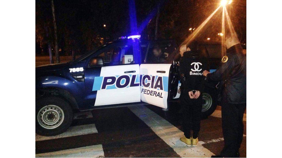 Tres chinos llevaban 328 mil pesos en una camioneta y terminaron detenidos