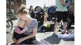 Se realizó una teteada en todo el país contra censura a lactancia