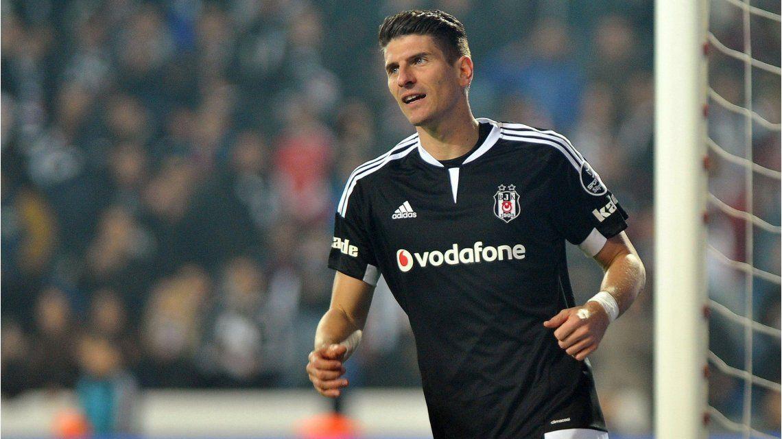 Una estrella del fútbol mundial huye de Turquía: El motivo es únicamente político