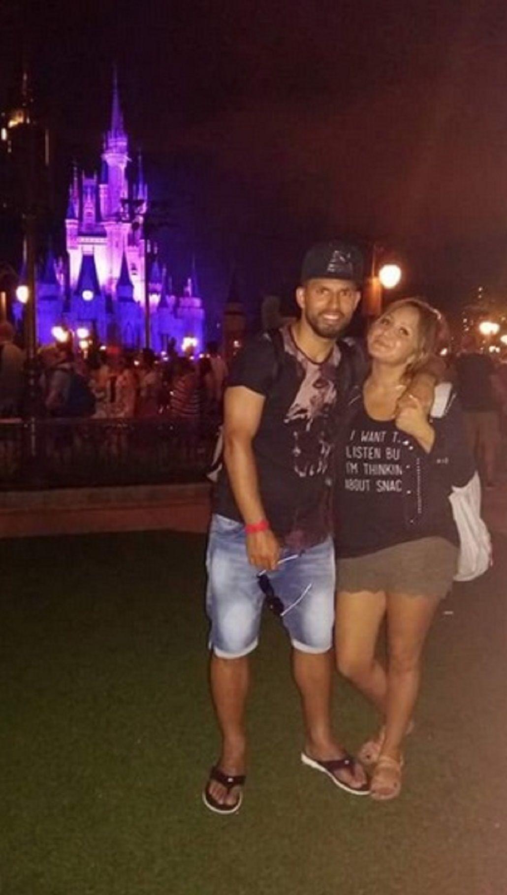 Mirá las fotos del Kun Agüero en Disney con Karina y su hijo