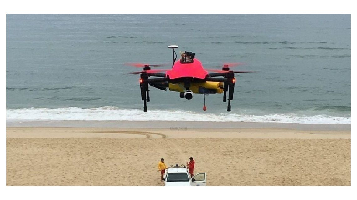 Usan drones para rescates en el mar en una playa de Francia