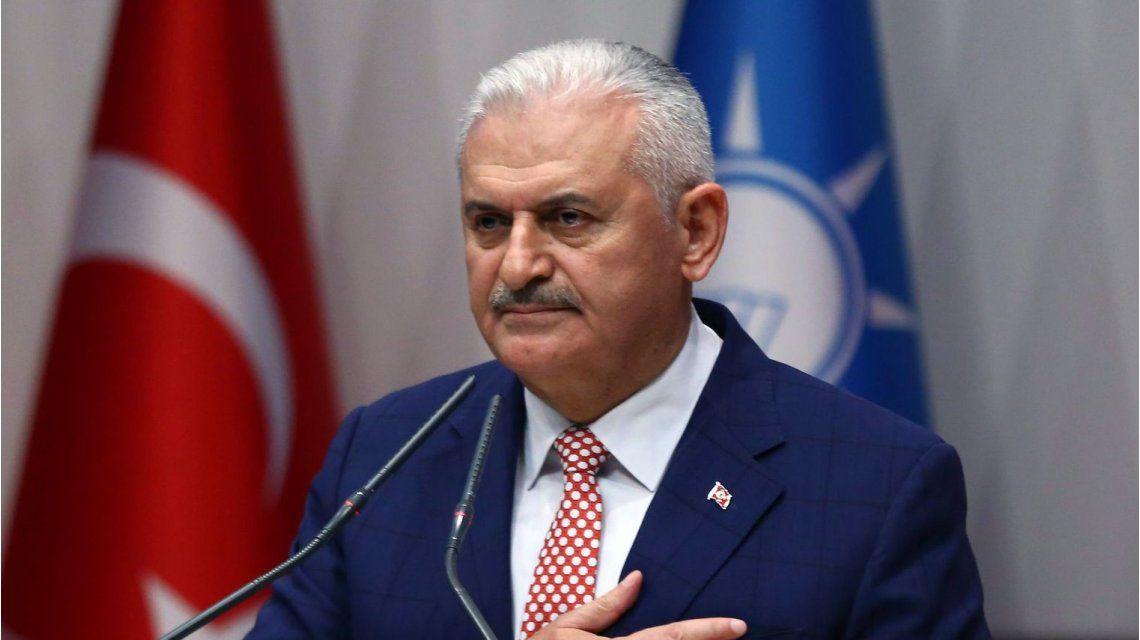 El primer ministro de Turquía confirmó un intento de golpe de Estado