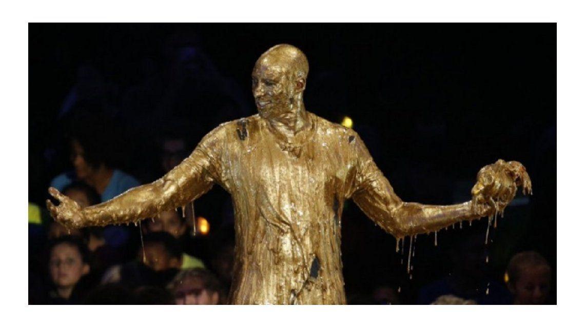 ¿Qué estrella de la NBA quedó completamente bañada en oro?