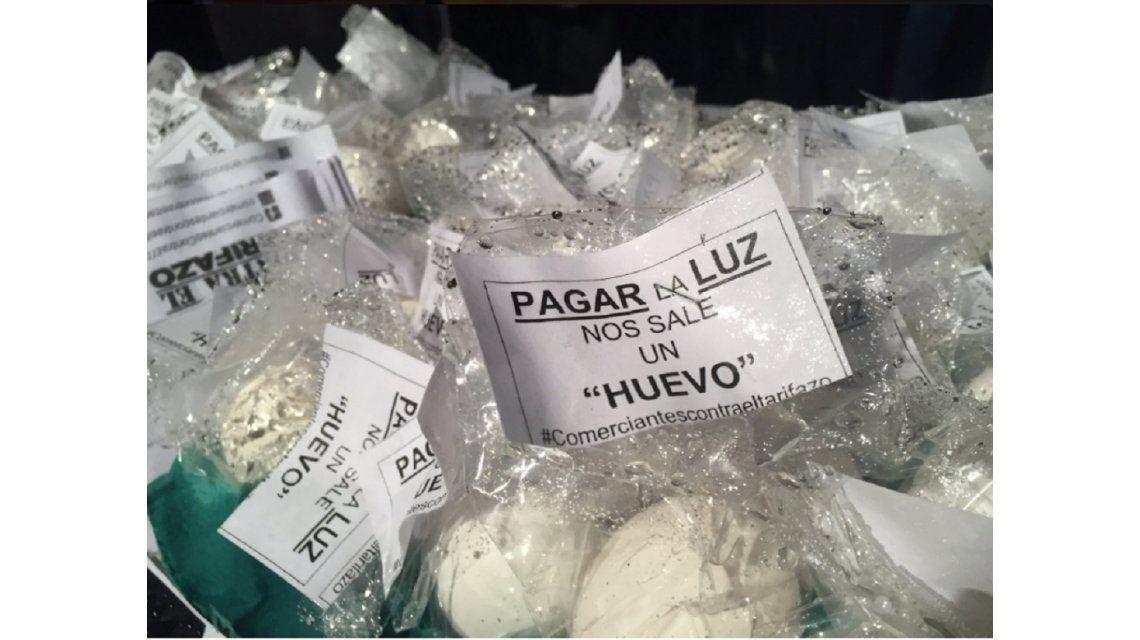 Mirá los carteles más ocurrentes del cacerolazo contra Macri y el tarifazo