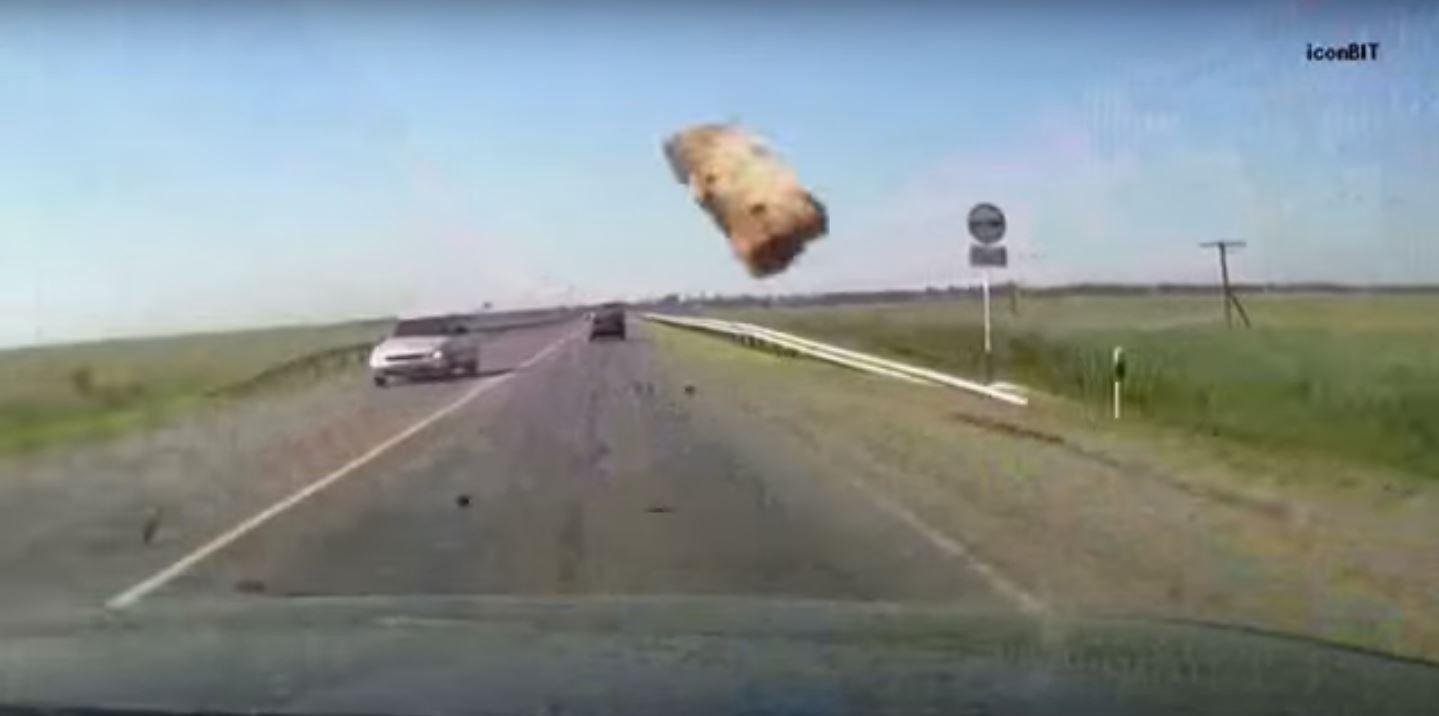 Desgarrador: un ladrillo salió volando de un camión, le pegó a una mujer y murió