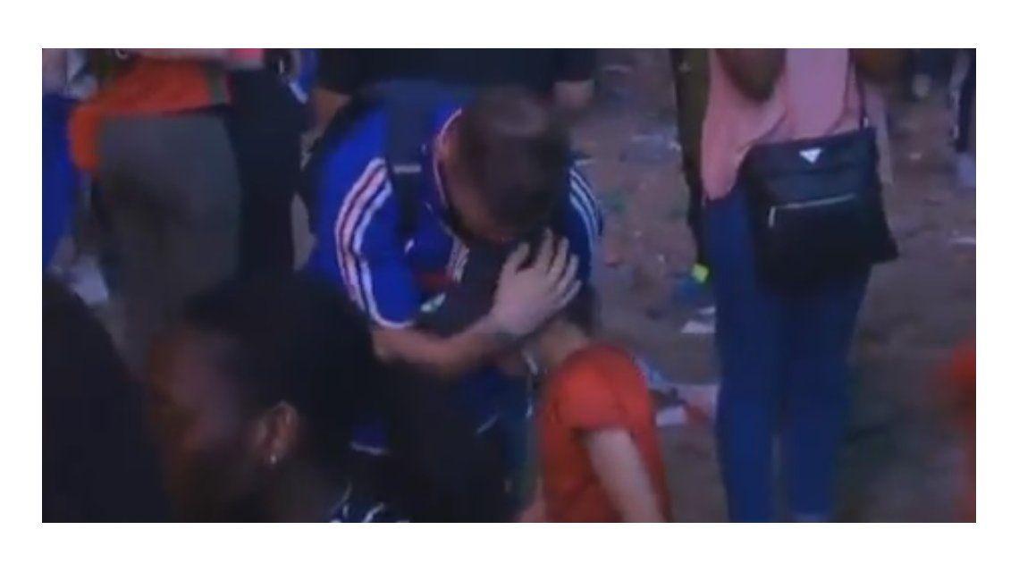 Lo más tierno de la Eurocopa: un nene portugués consuela a un hincha francés