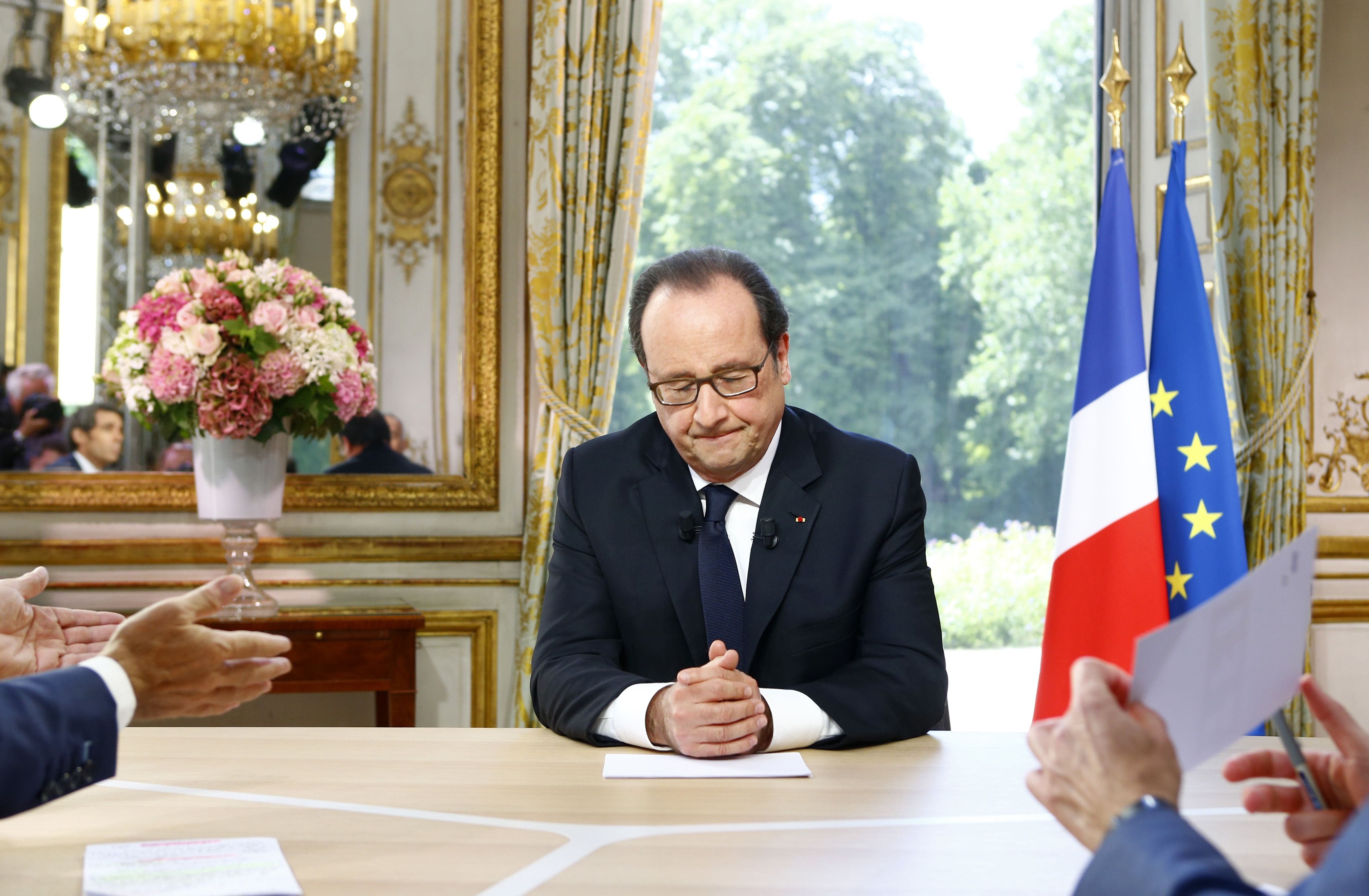 Tras el atentado en Niza, Hollande volvió a París
