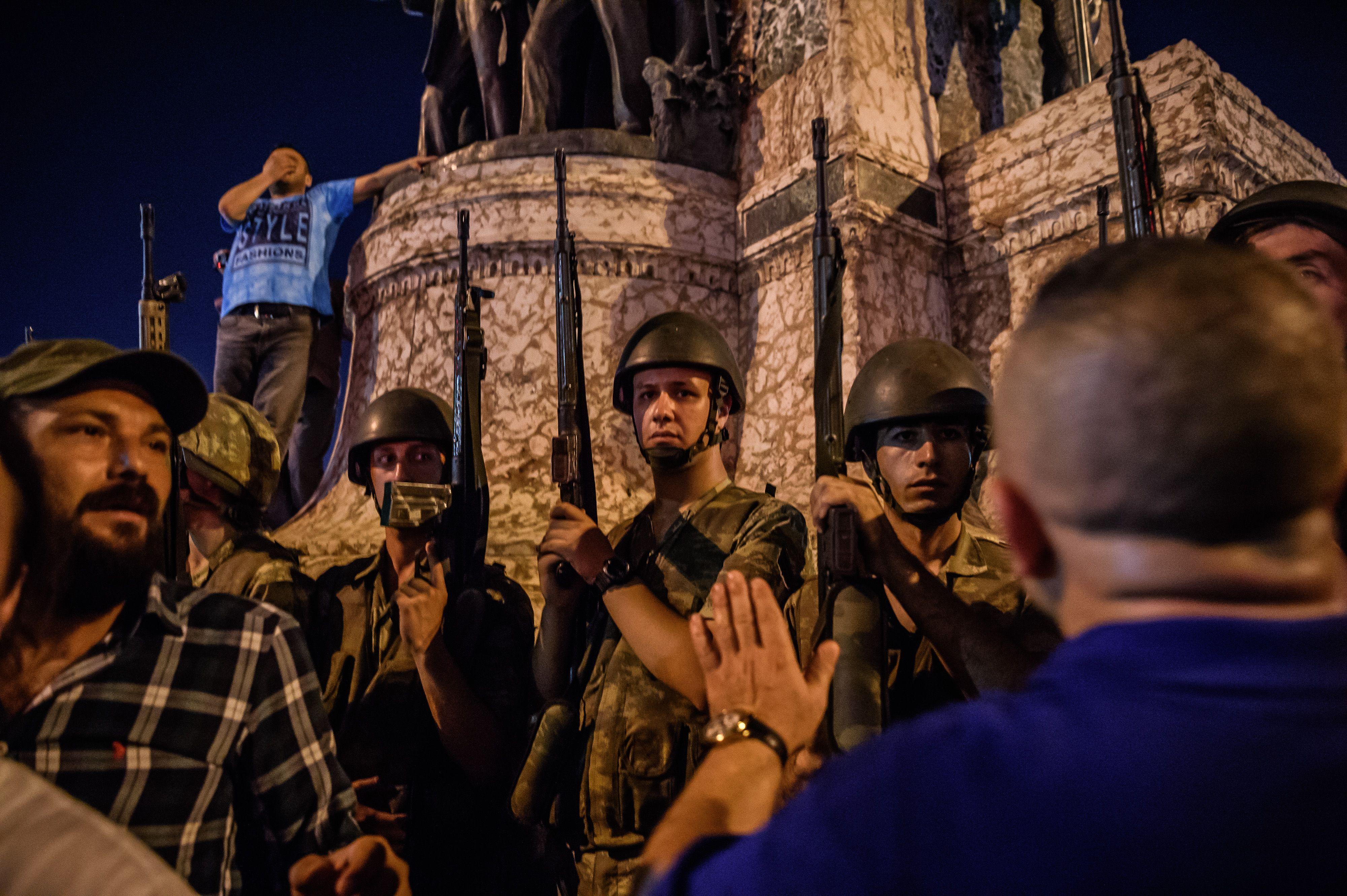 Conmoción en Turquía: el Gobierno aseguró que el intento de golpe fue abortado