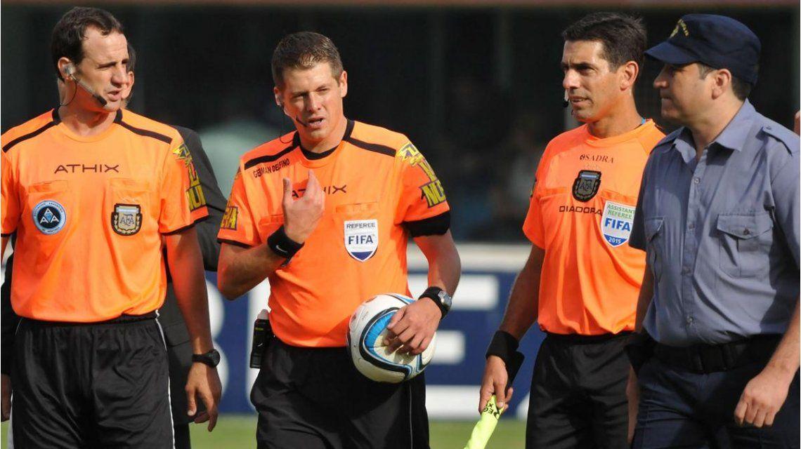 Los árbitros recibieron la promesa de pago y levantaron el paro