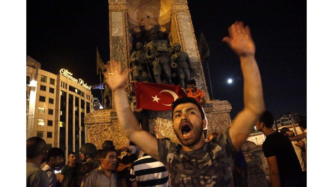 Derribaron un helicóptero de los militares golpistas en Turquía
