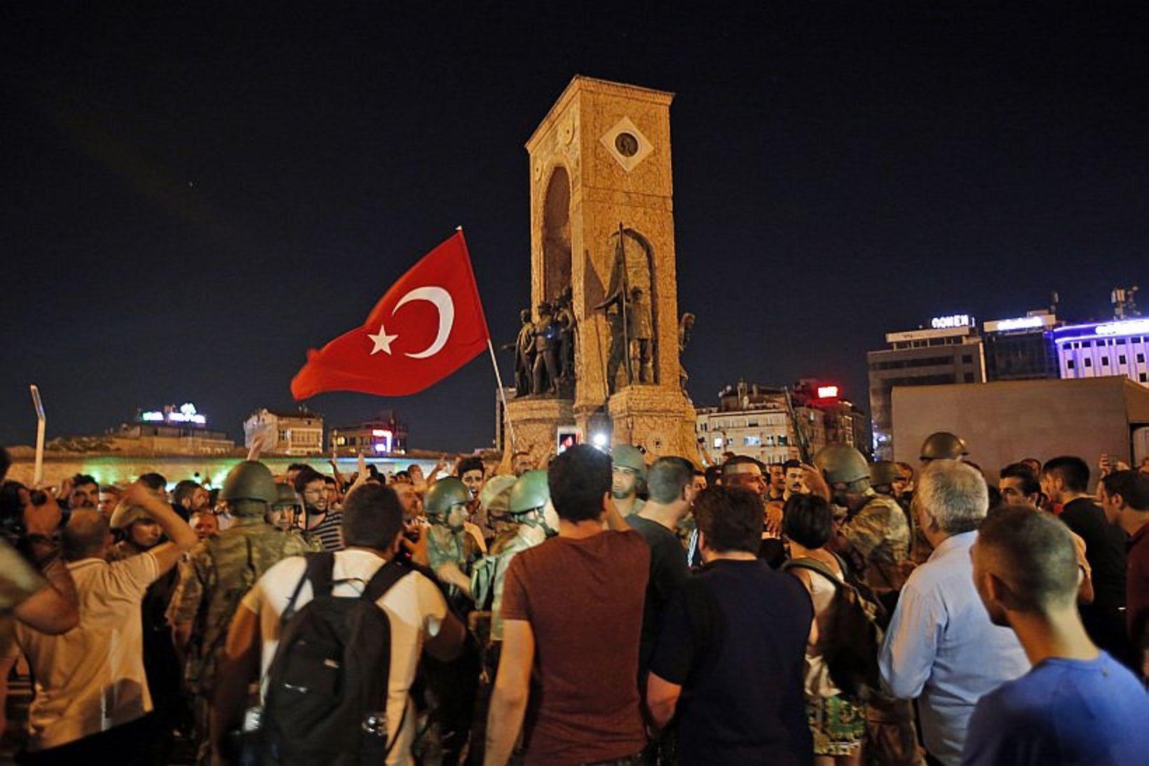 Decenas de argentinos varados en el aeropuerto de Estambul