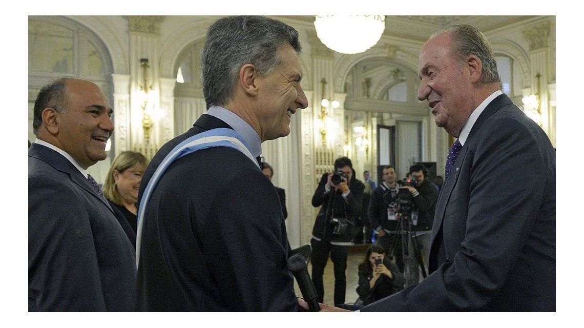 El saludo entre Mauricio Macri y el rey emérito Juan Carlos de España